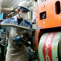 復活したヤマハ SR400を支える職人の技/曲げた鉄パイプは11万7000本以上