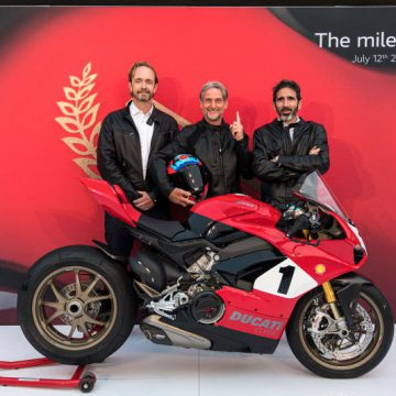 Jason Chinnock (CEO Ducati North America), Carl Fogarty and Francesco Milicia (VP Global Sales & After Sales Director Ducati Motor Holding)