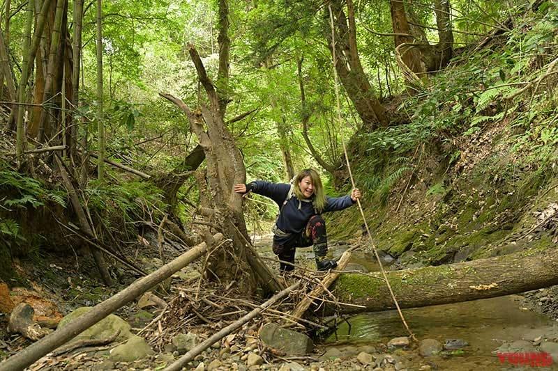 地蔵堂の滝へ川を行く