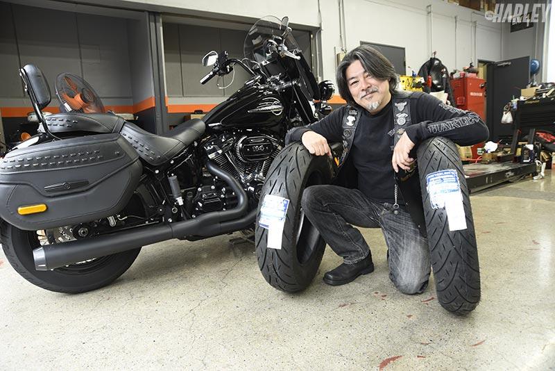 タイヤ交換の感想を語るヘリテイジクラシックオーナー