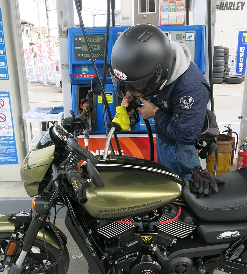 ガソリン給油中
