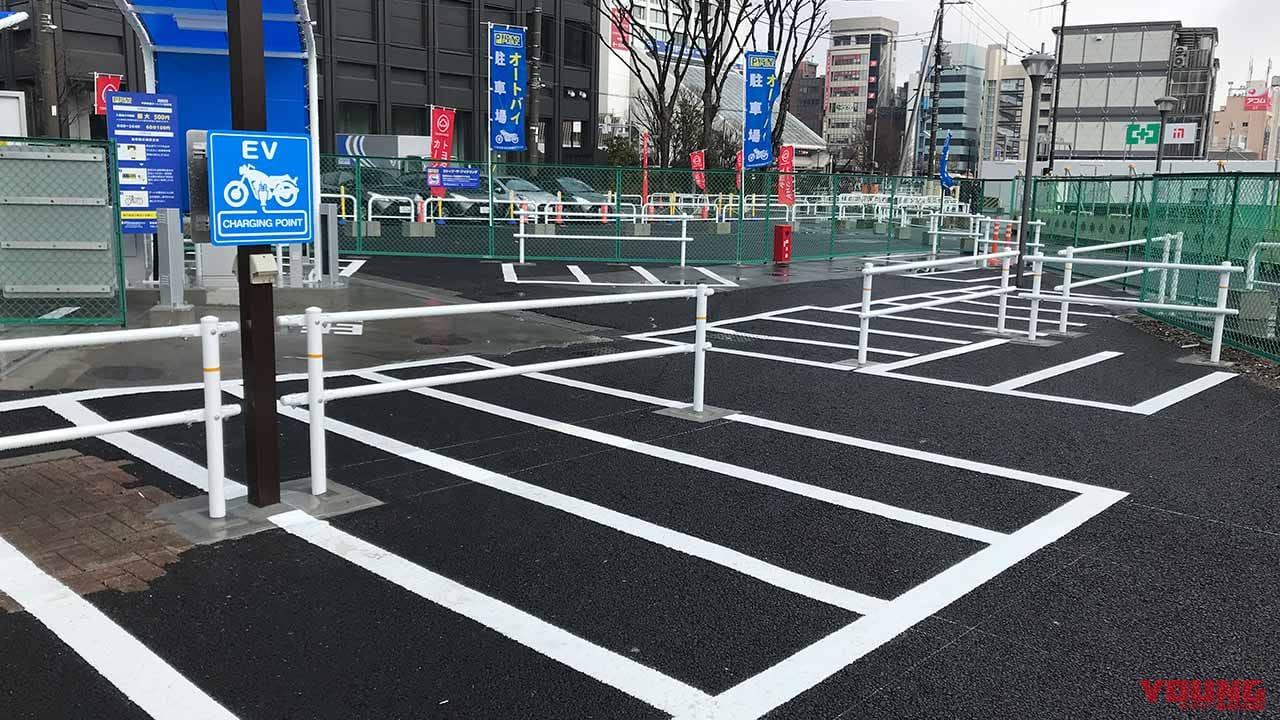 中野駅前オートバイ駐車場
