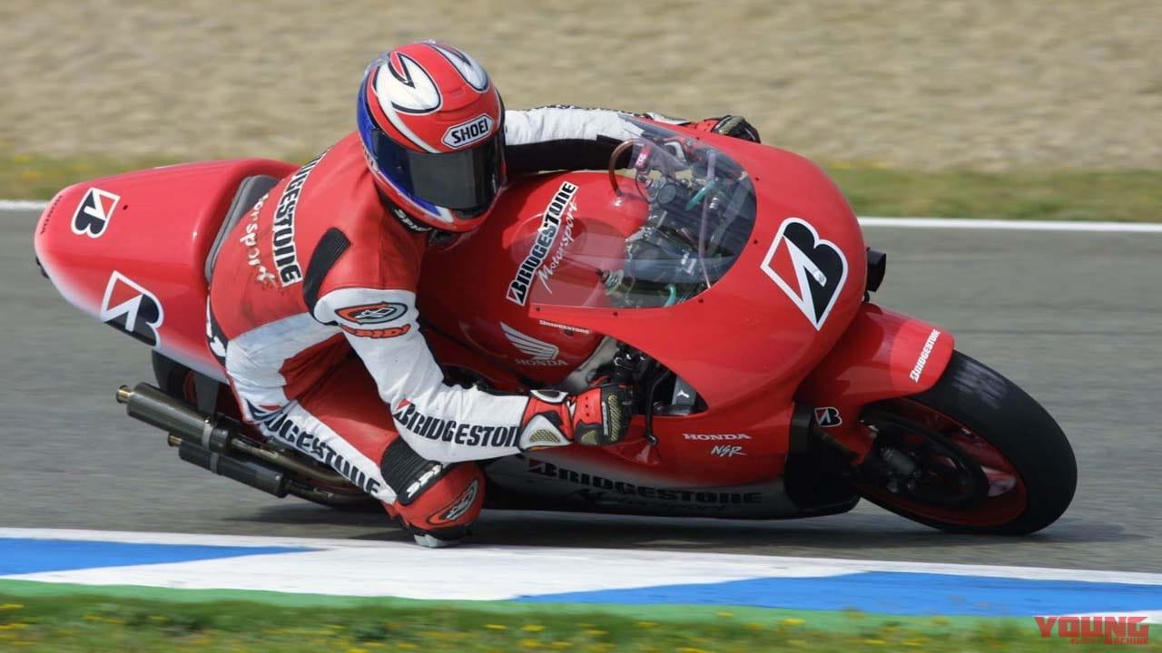 2001年のブリヂストンのテストで走る伊藤真一