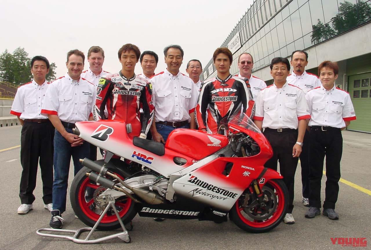2001年、ブリヂストンテストチームの集合写真