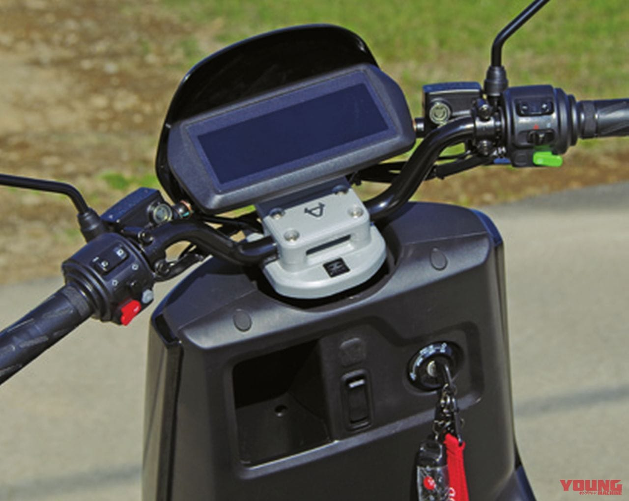 電動バイクXEAM「niu N-GT」ハンドル周り