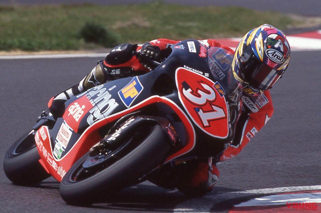 1998年にアプリリアで走る原田哲也