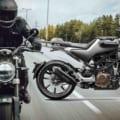 軽二輪スクランブラーのド本命?! ハスクバーナ「スヴァルトピレン 250」が4月発売に!