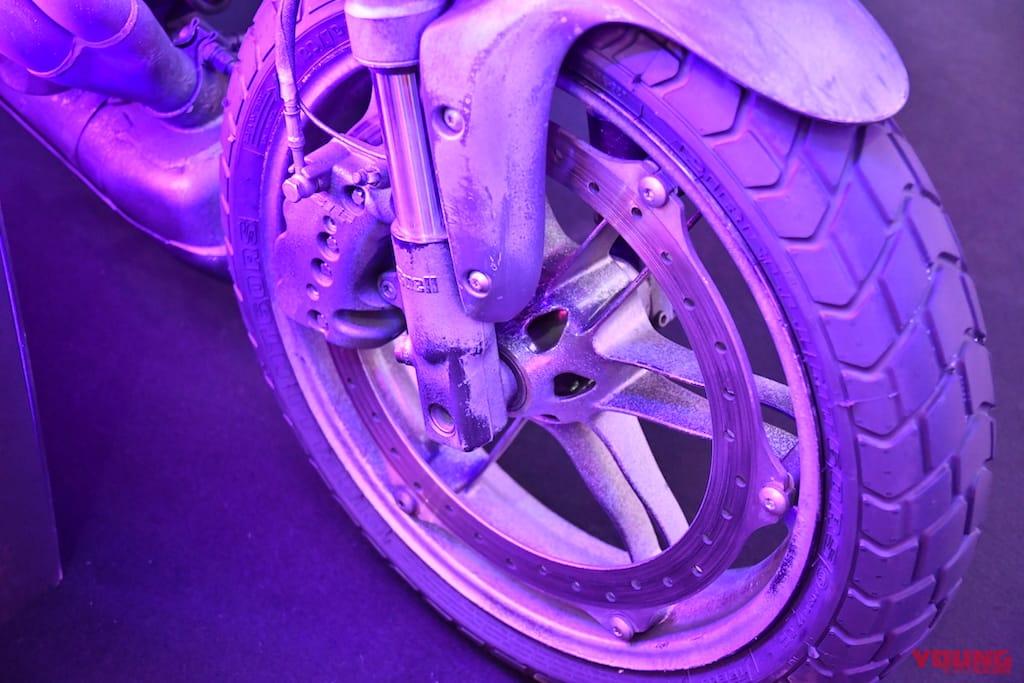 タイヤはピレリ「MT60RS」