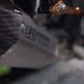 【映像】早くサウンドを聴きたい! ヨシムラ製「ニンジャZX-25R用」フルエキゾーストが姿を現す