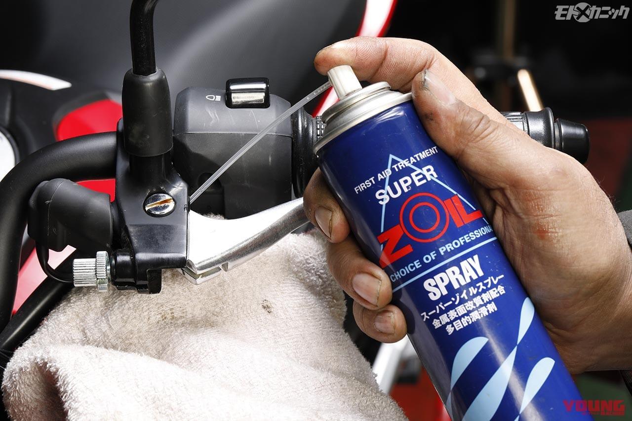 クラッチレバーのピボットは油分が無くなる前にオイルやグリースを塗布