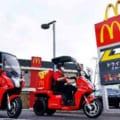 マクドナルドがデリバリーサービスに電動3輪バイク「AAカーゴ」をテスト導入