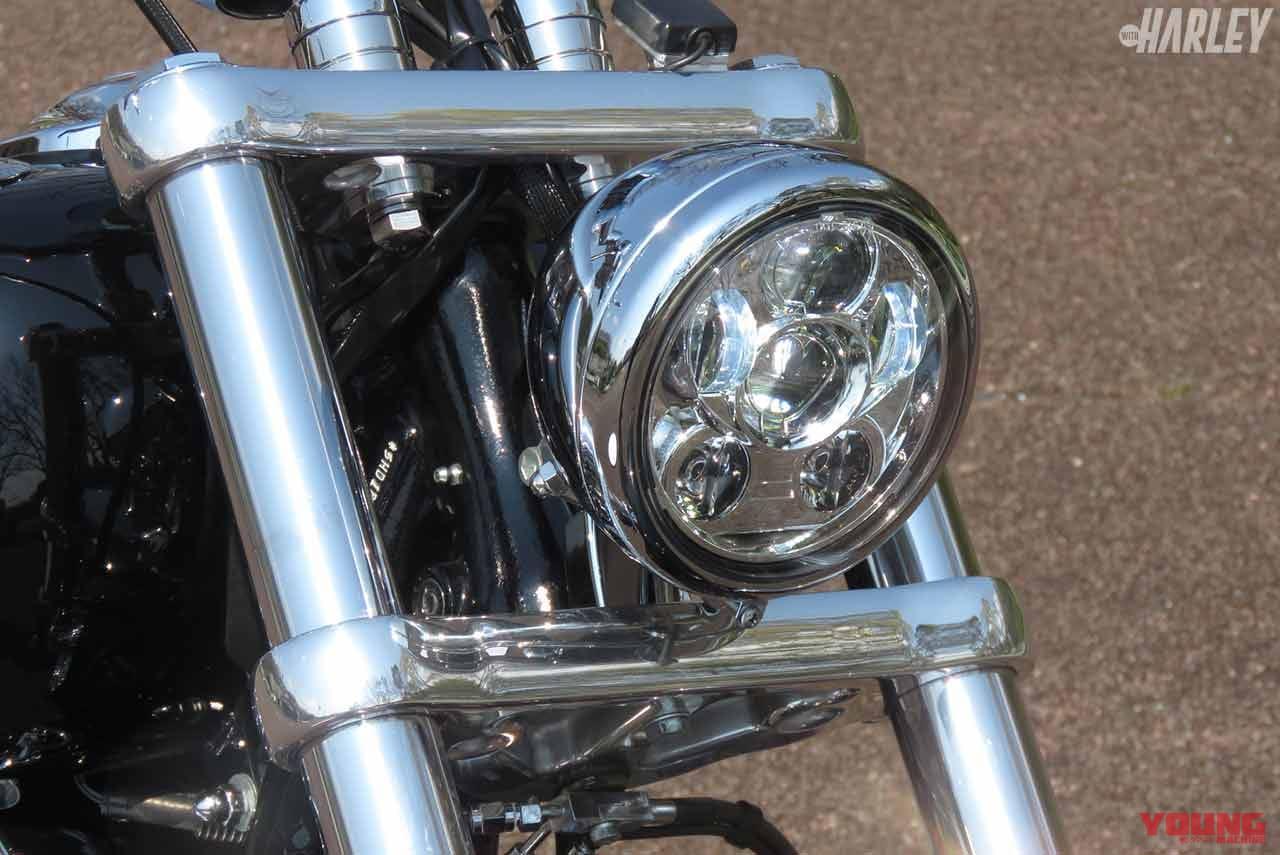 ヘッドライトは純正オプションのLED