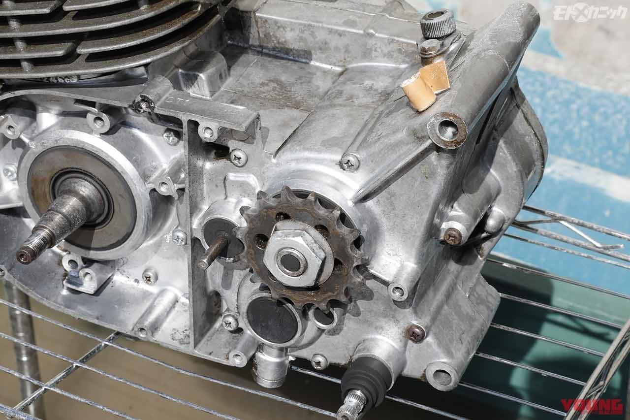 "EZブラストの""重曹パウダー""クリーニングで旧車エンジンの外観をリフレッシュ"