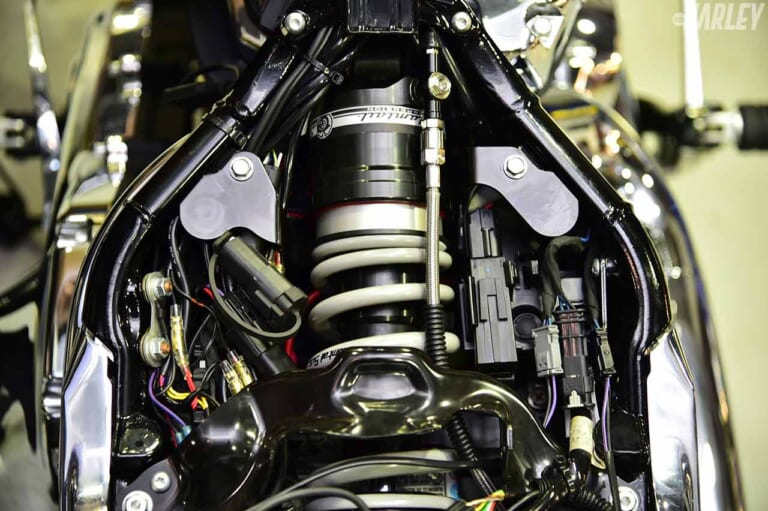 TRIJYA ハイドロミック油圧サスペンション M8ソフテイル用|パインバレー