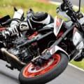 KTM 890デュークR試乗インプレッション【操縦する快楽を究極まで高める】