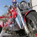 まるで仮面ライダー!? 各地の「ご当地ヒーロー」もバイクに乗って活躍しているのだッ