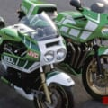 「ゴディエジュヌー・パフォーマンスレプリカ1135R」を世界耐久チャンピオンマシンKR1000と比較