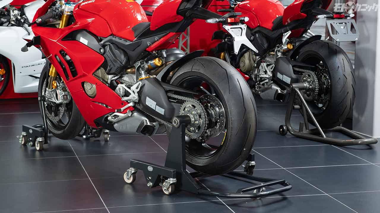 縦横無尽にバイクが動く!! Garage Revo 移動式バイクスタンド