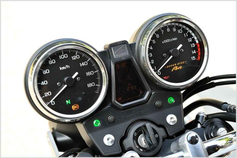 '19 ホンダCB400スーパーフォア/スーパーボルドール|アナログ式メーター